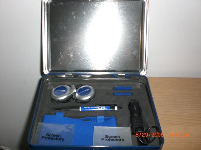 Nintendo DS Star Lunch Box Starter Kit Open (Far View)