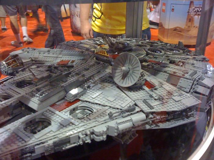 Comic Con 09 Lego Falcon