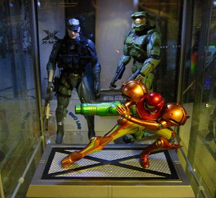The gaming trinity. Old Snake RAH, Master Chief statue and Samus statue. The Master Chief statue is quite rare and particularly hard to find. I was lucky enough to get him a few years ago. He was quite expensive.