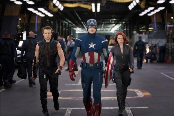 Jeremy Renner Chris Evans and Scarlett Johansson in The Avengers 2012 Movie Image3 600x400